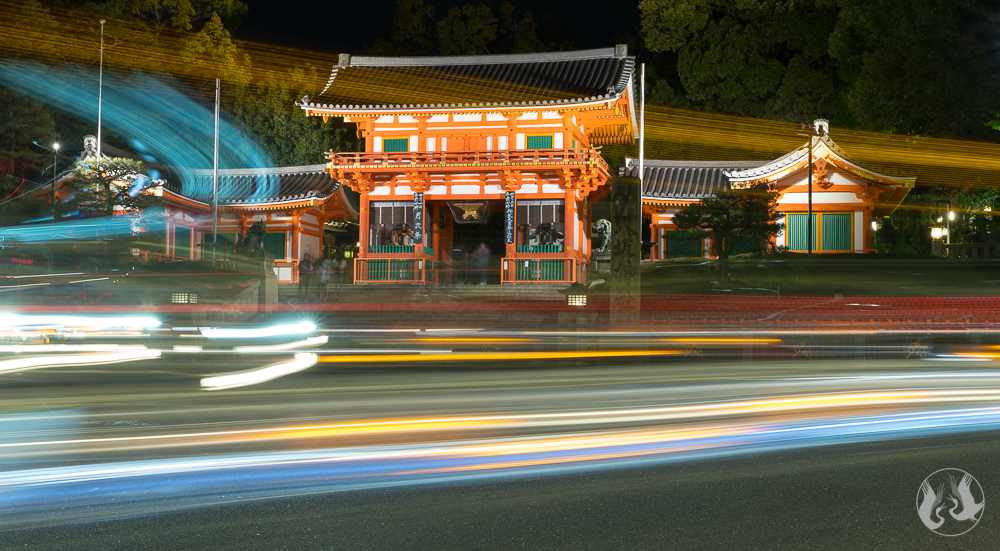 Yasakusa Shrine Nishiromon Gate at night.