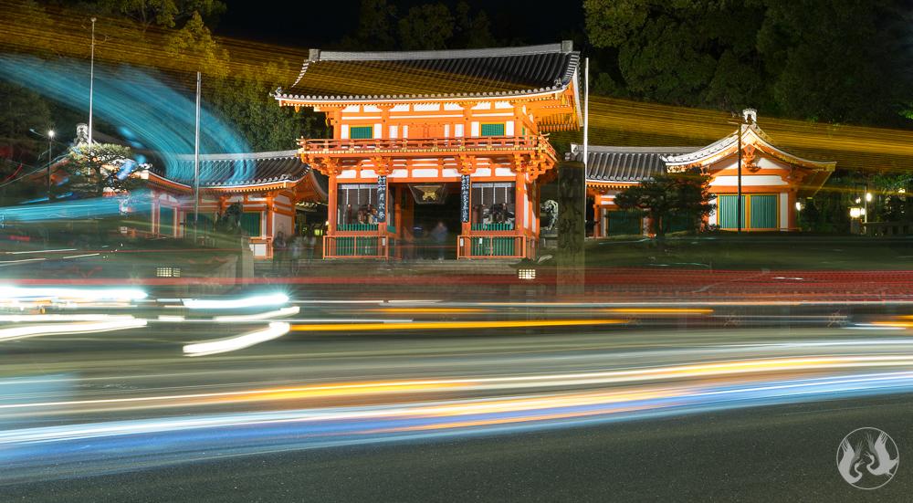 Yasakusa Shrine Nishiromon Gate at night.