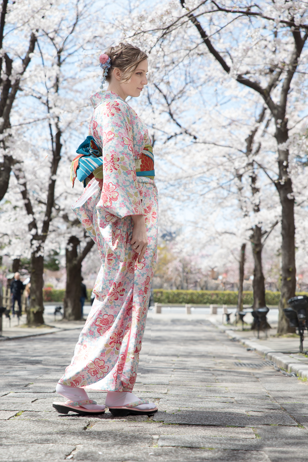 An American model in a kimono during cherry blossom season